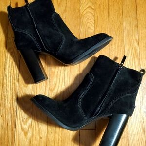 New Nine West suede boots